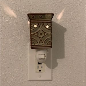 Scentsy Lenore plug in warmer